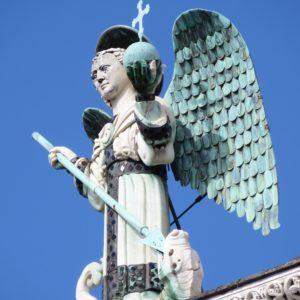Statua San Michele Lucca